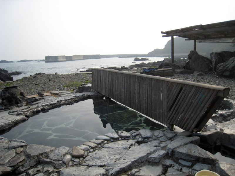 Located right next to the ocean, Yudomari onsen is a natural mineral spring bath. It is a nice place to relax and enjoy the sights and sounds of the ocean.