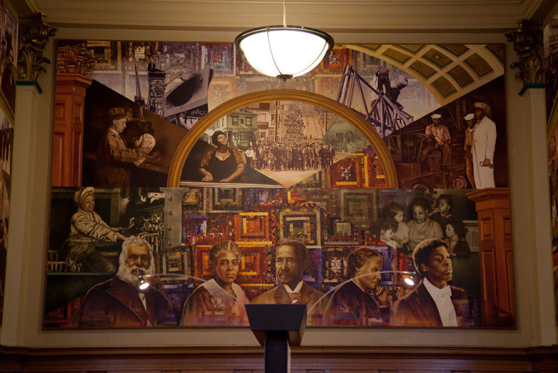 1024px-African_American_Museum_Oakland_Library-29