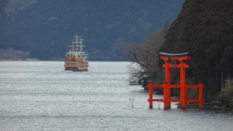 lake ashi and the torri