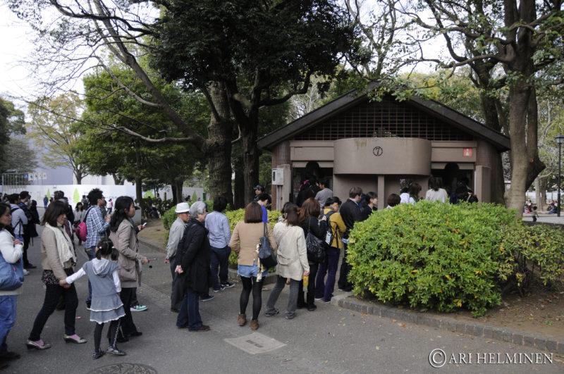 bathroom queue ueno park